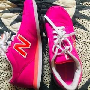 NWB Hot Pink New Balance Sneakers (8)